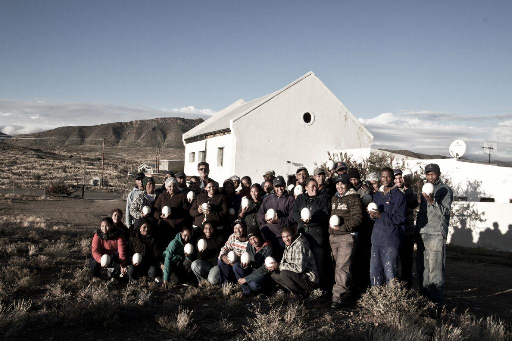 Die Mannschaft der AVOOVA Manufaktur besteht ausschließlich aus ortsansässigen Menschen